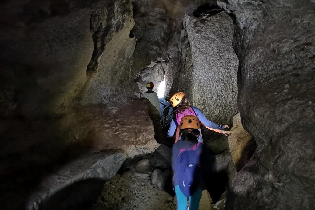 Visitare le grotte di onferno con i bambini
