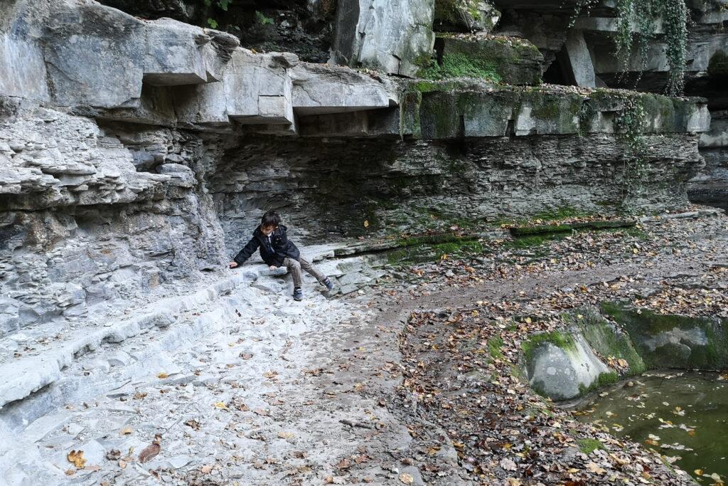 Grotte e cascate nelle foreste casentinesi