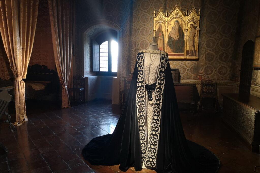 Il racconto d'amore tra Paolo e Francesca narrata da Dante Alighieri nella Divina Commedia.