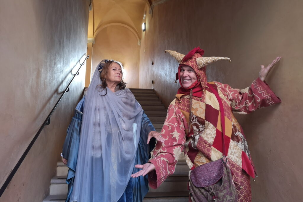 visita animata con il giullare al castello di Gradara