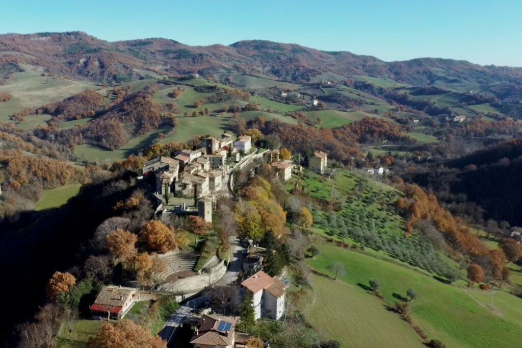 Vista da drone del Montefeltro