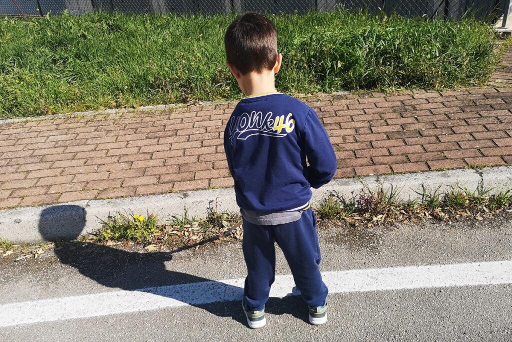 pulire il mondo o il quartiere con i bambini
